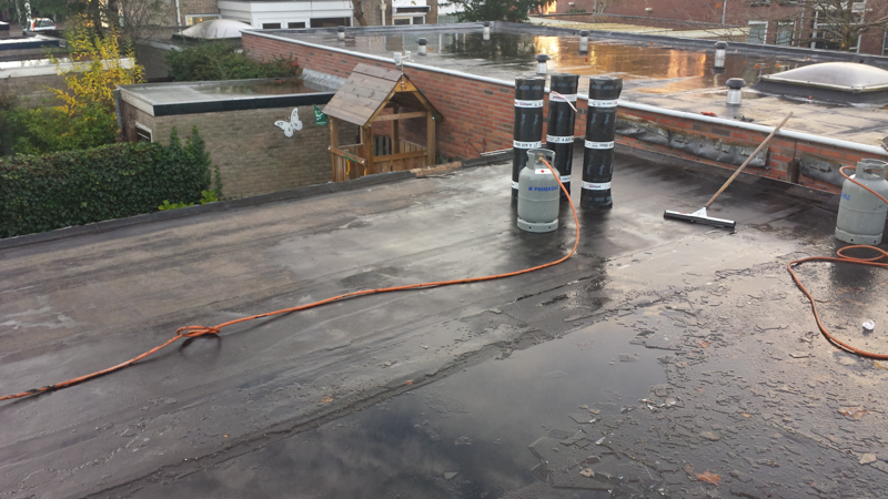 Dak Garage Vervangen : Vianen vervangen bitumen dakbedekking garage dak discounter